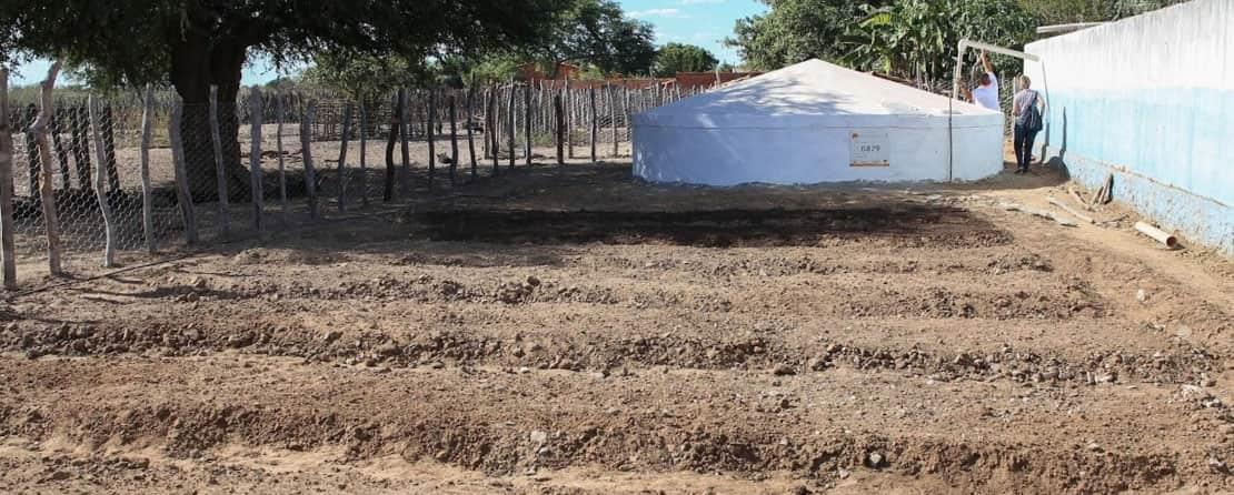 Cisterna da comunidade do Juá ao lado de futura horta, Julho 2019.